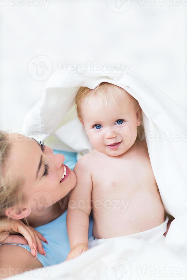 madre y bebe foto