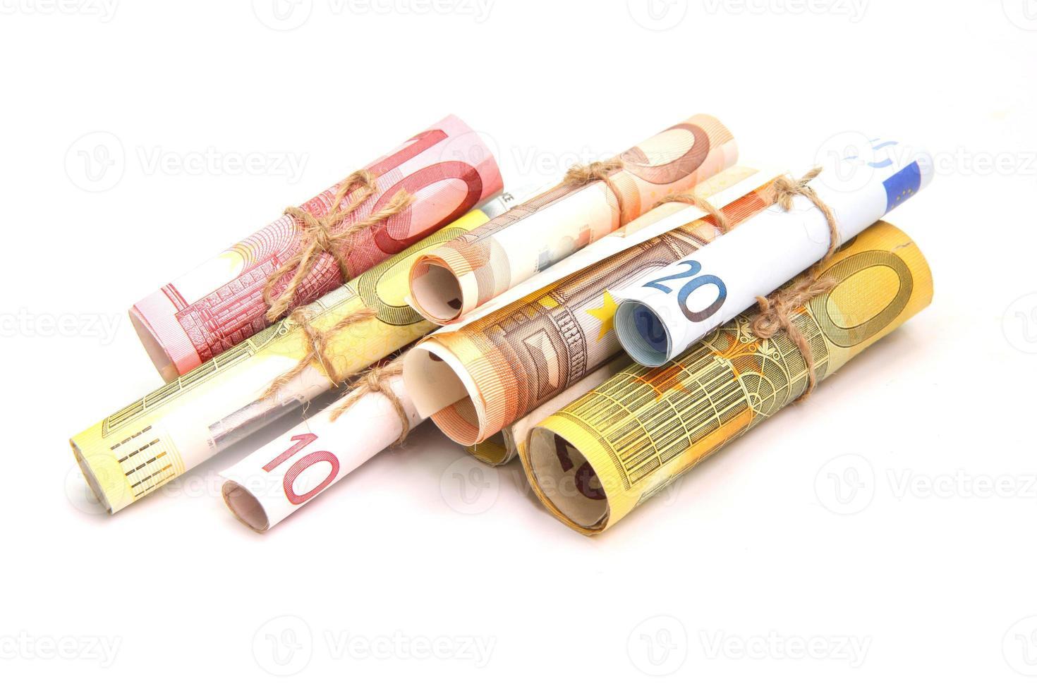 dinero euro aislado sobre fondo blanco foto