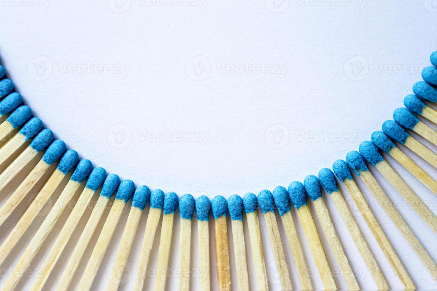Semielliptical frame matches photo
