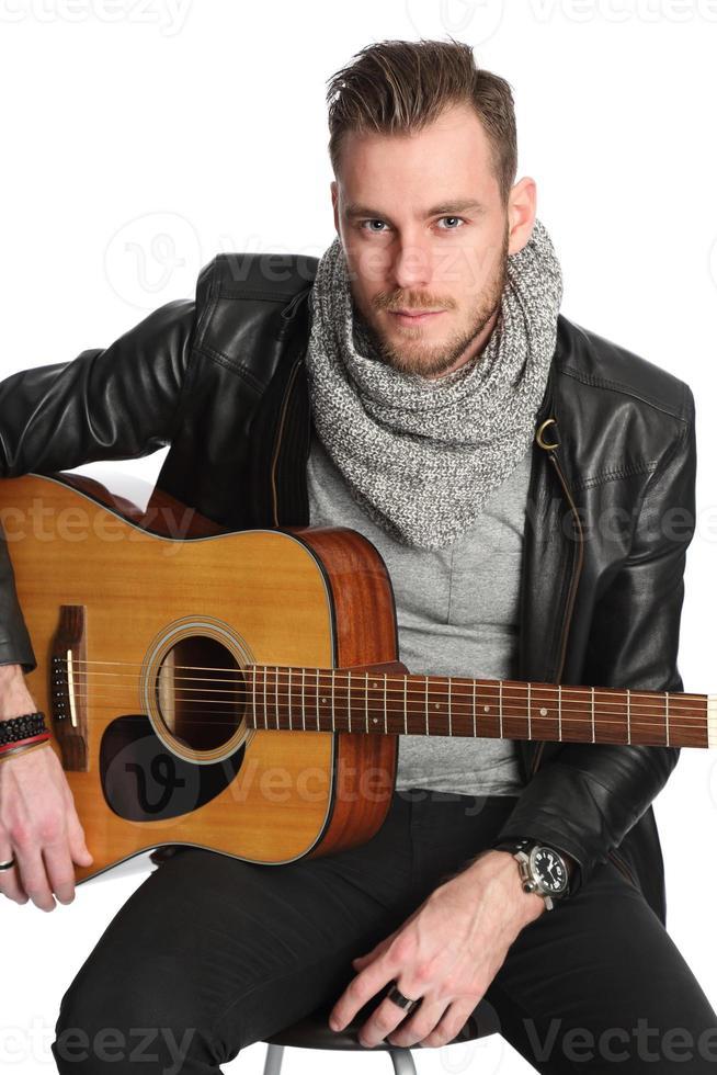 joven cantante compositor foto