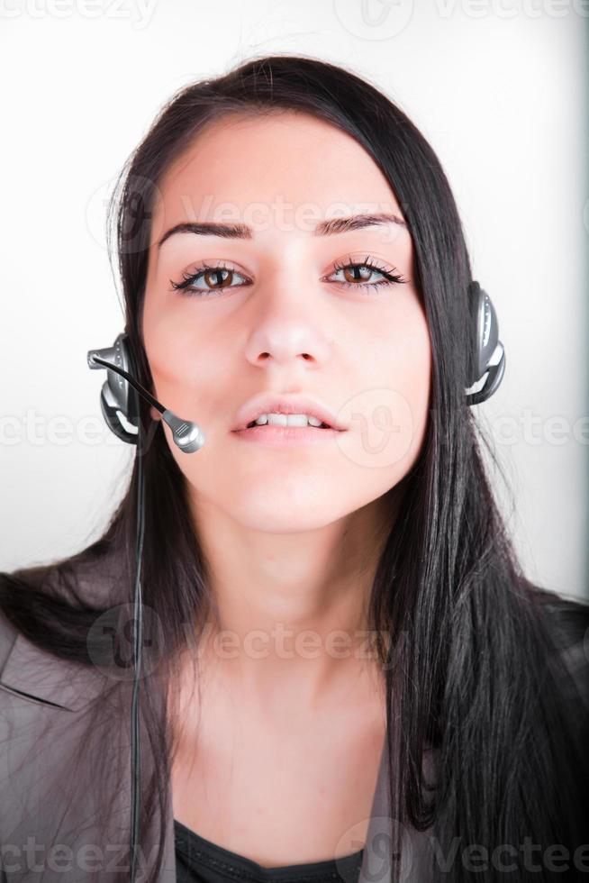 trabajadora de servicio al cliente, operador de call center con auricular para teléfono foto