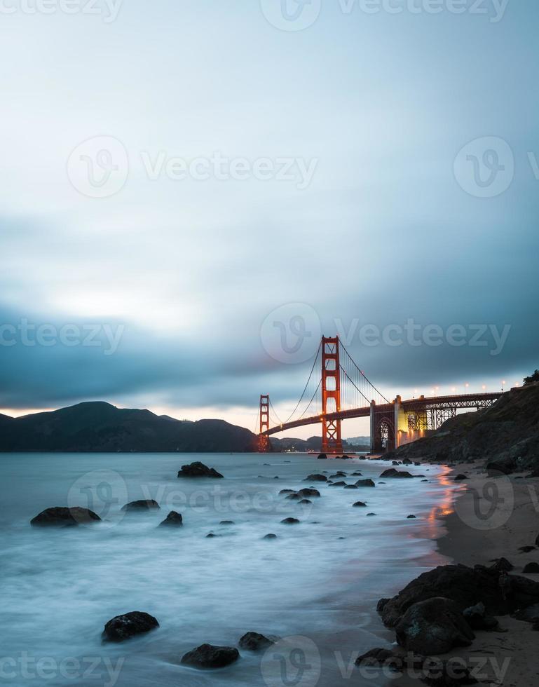 Golden Gate Bridge, famoso monumento en San Francisco, California foto