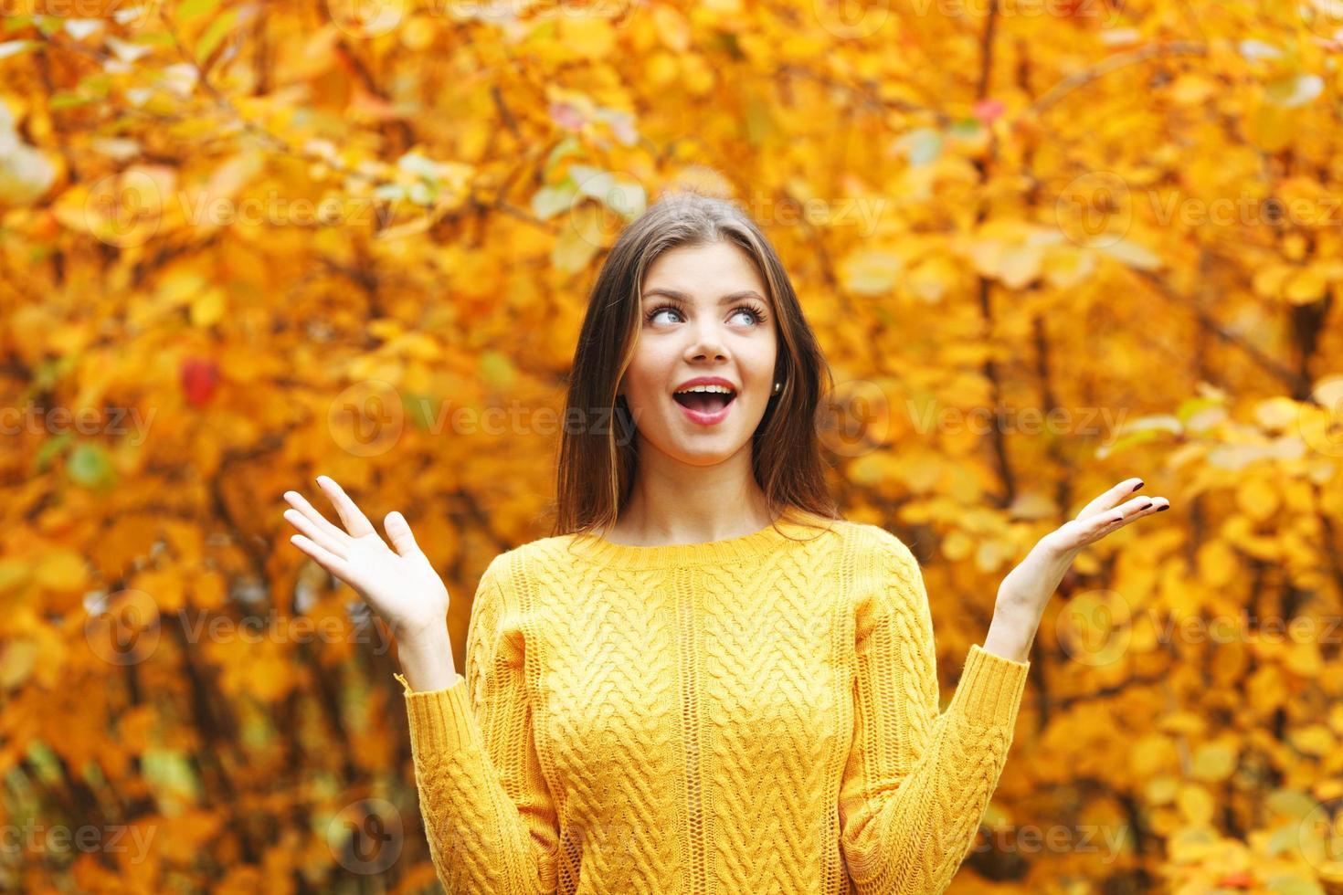 mujer otoño foto
