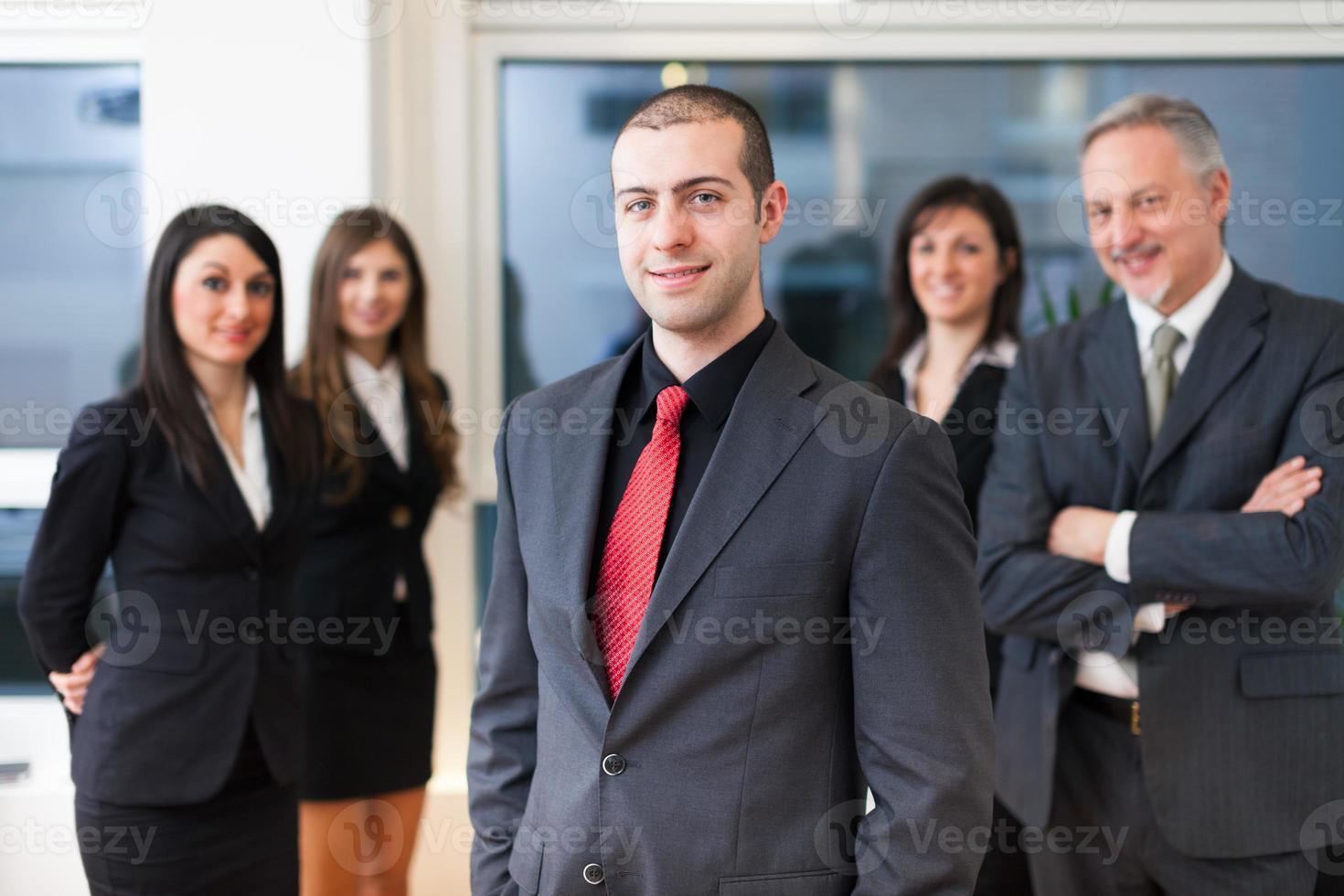 groep lachende mensen uit het bedrijfsleven foto