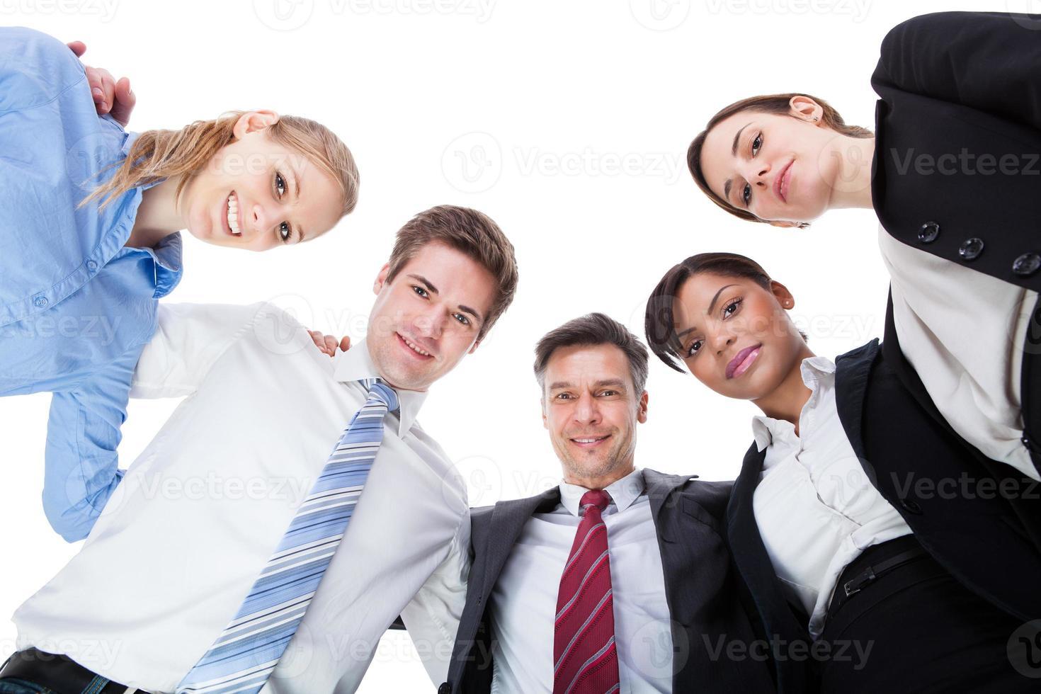 empresarios mirando hacia abajo foto
