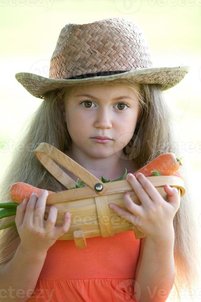 Chica joven con abanico oriental foto