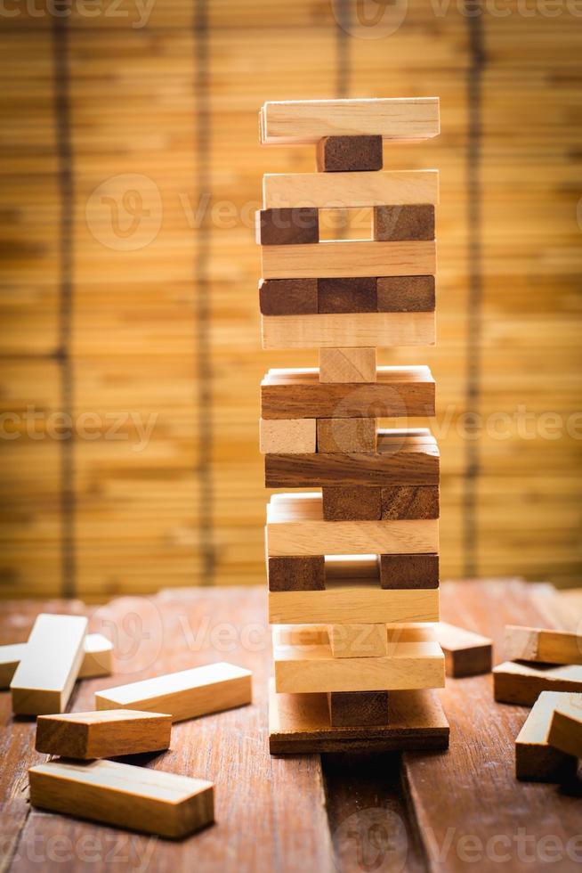 juego de torre de bloques de madera para niños. foto