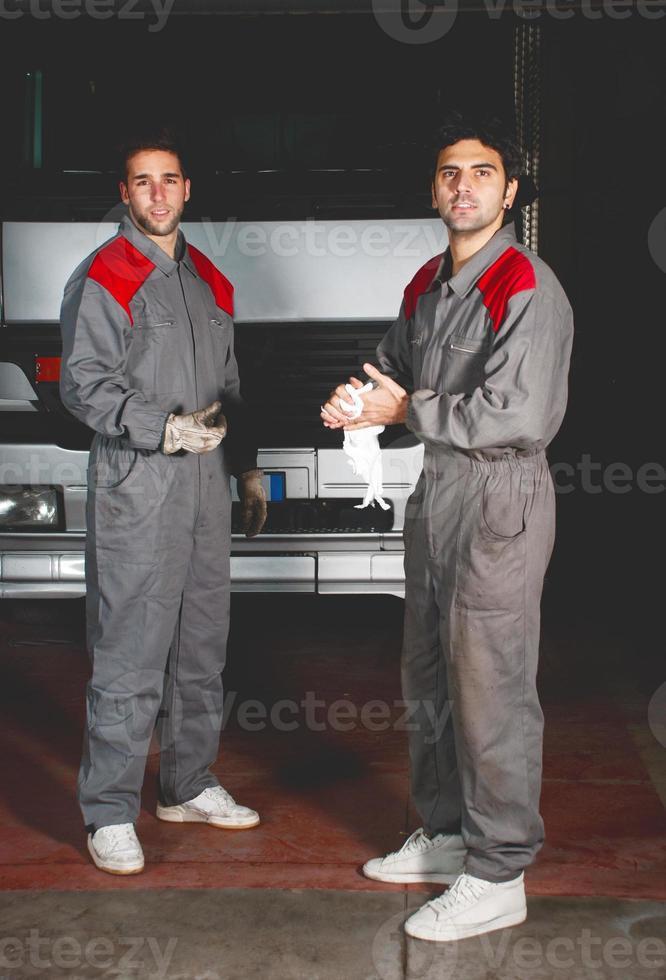 Mechanic teamwork photo