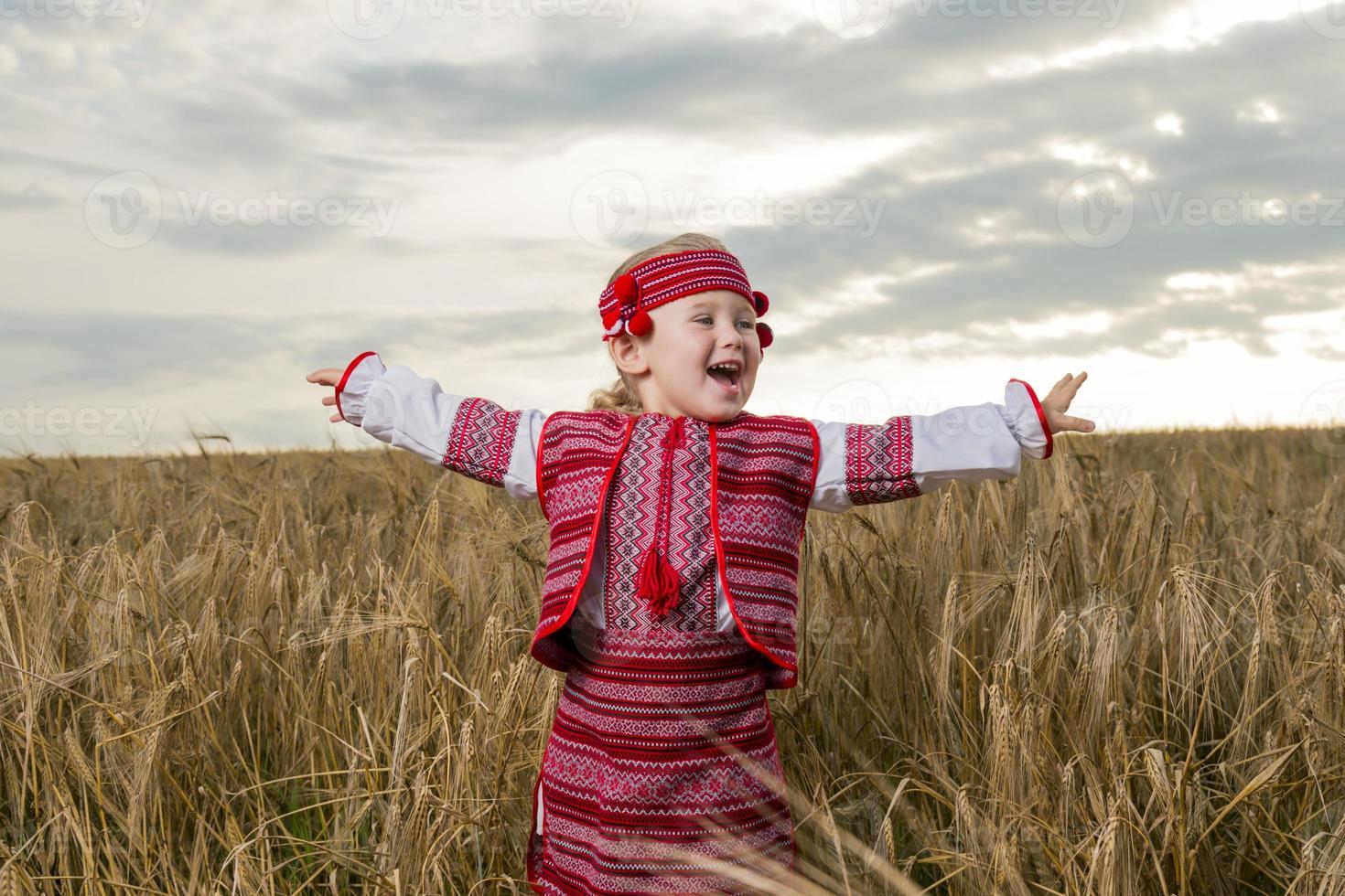 chica en traje nacional ucraniano foto