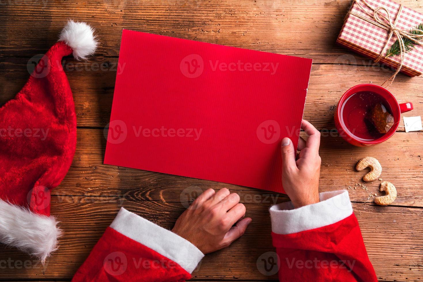 santa claus y lista de deseos foto