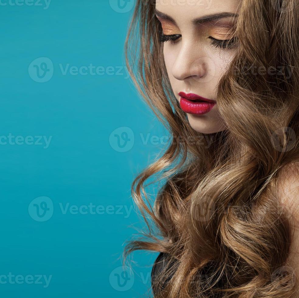 hermosa chica con el pelo largo foto