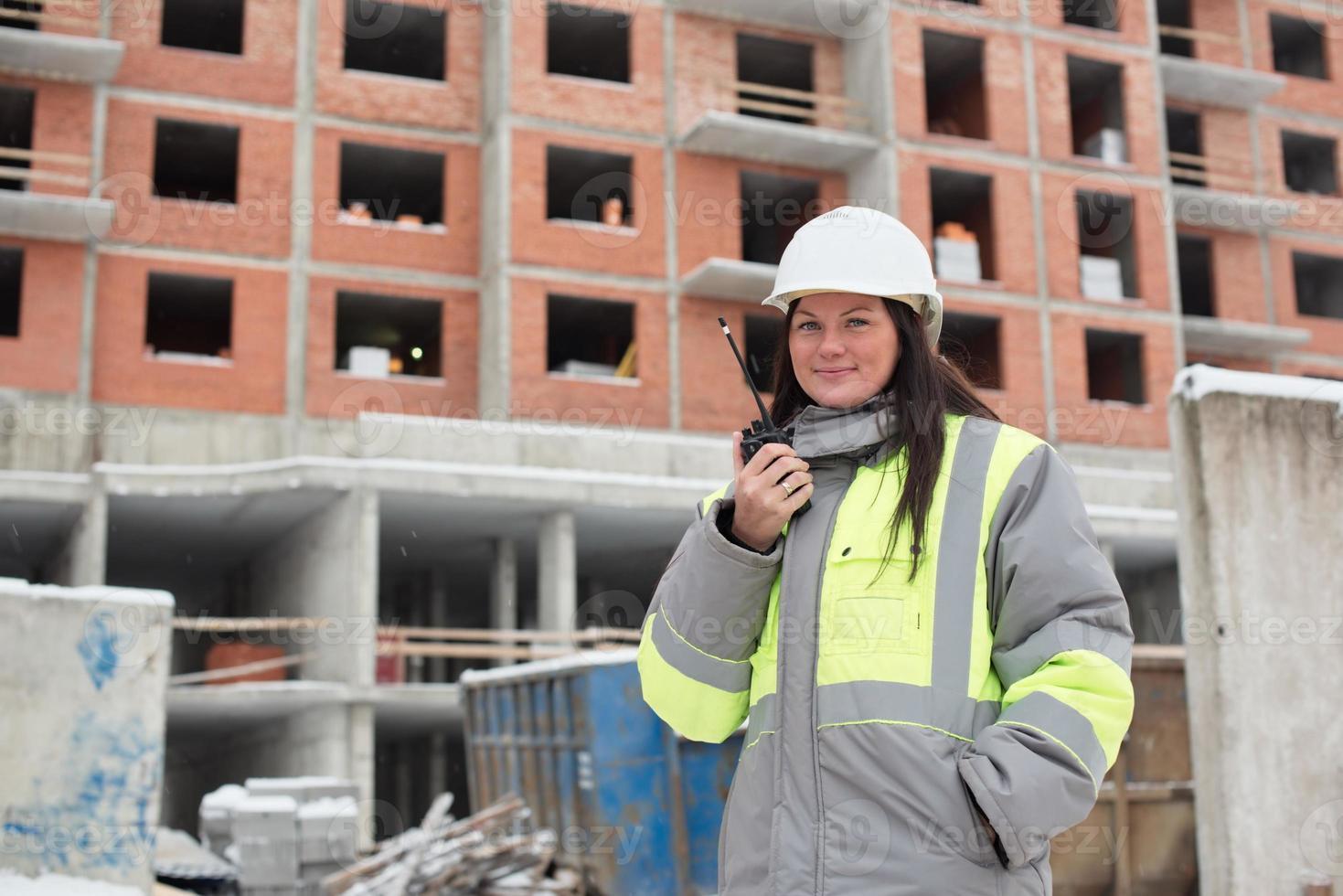 ingeniero civil en el sitio de construcción foto