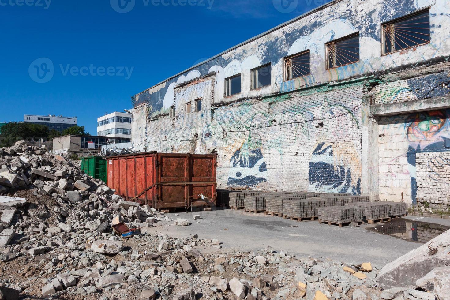 escombros en el sitio de construcción foto