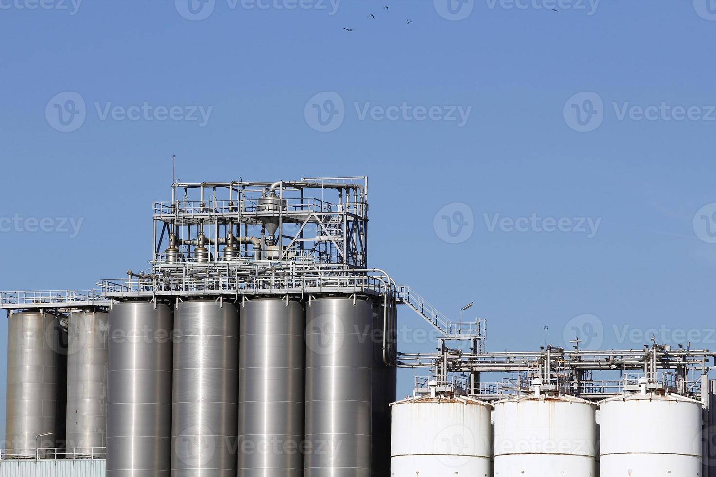 silos y tanques de almacenamiento foto