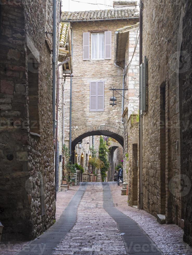 Calle en Asís, Umbría, Italia foto