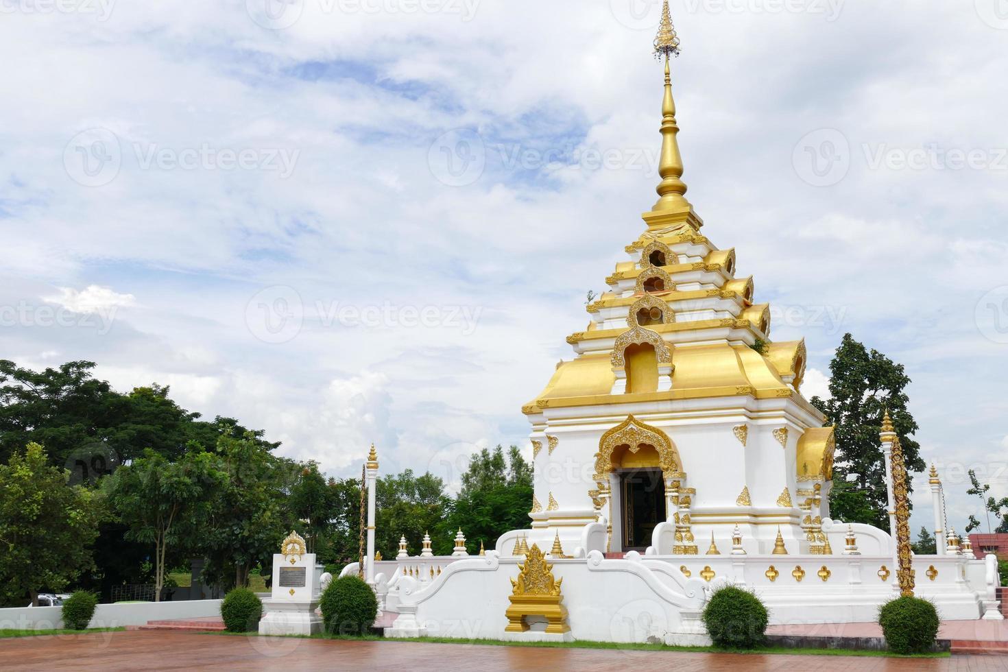 El diseño de la arquitectura de la pagoda budista foto
