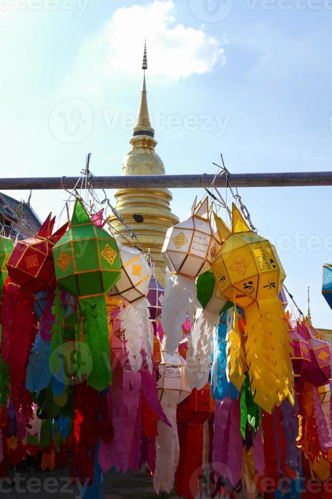 decoración colorida de la linterna de papel para el festival yeepeng foto