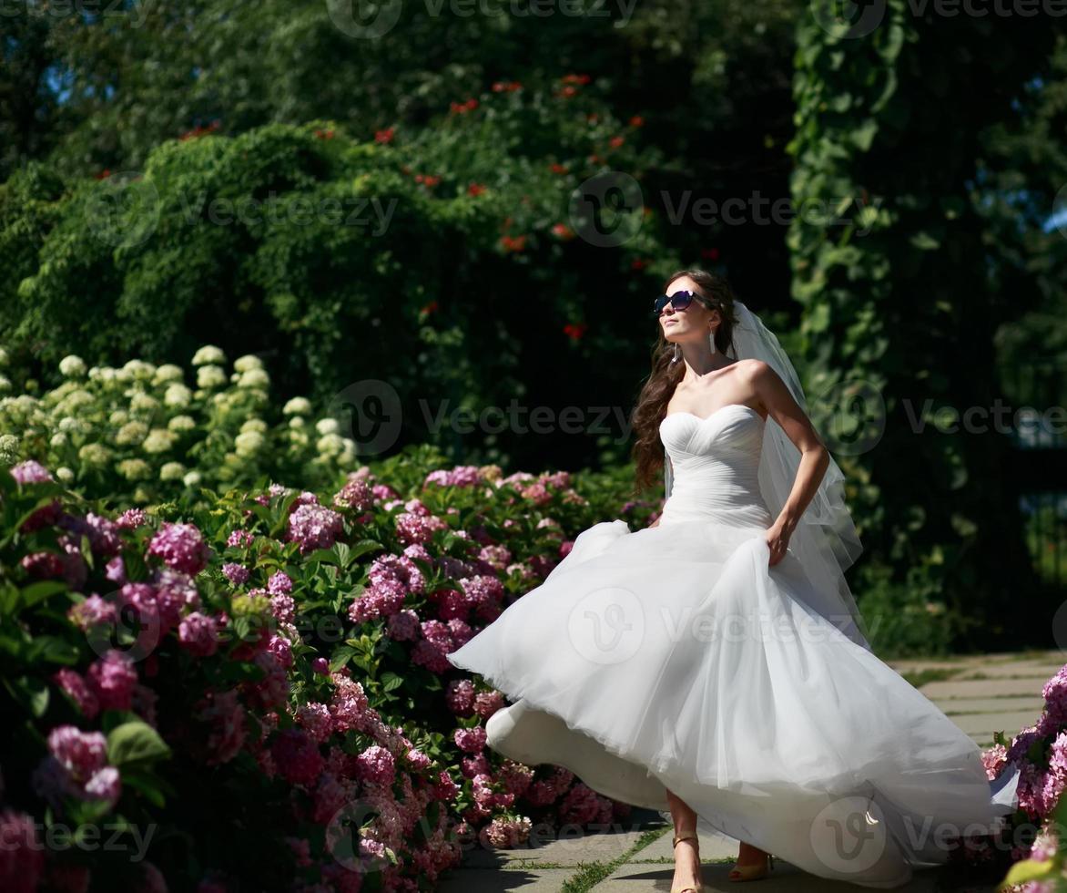 joven novia caucásica foto