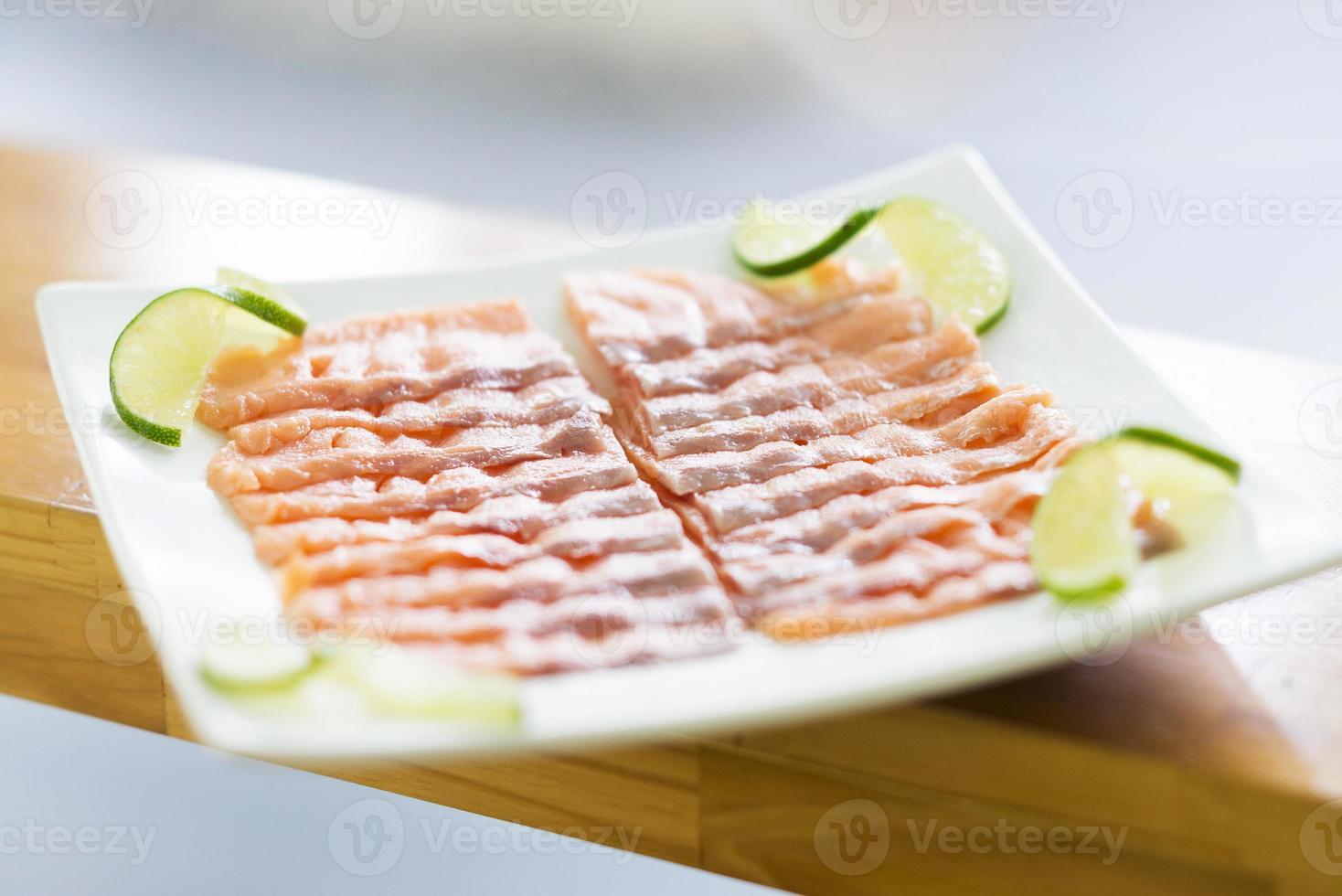 plato de salmón ahumado foto