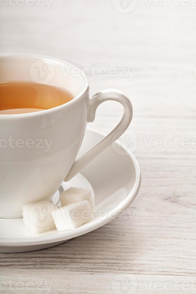 té caliente en taza blanca foto