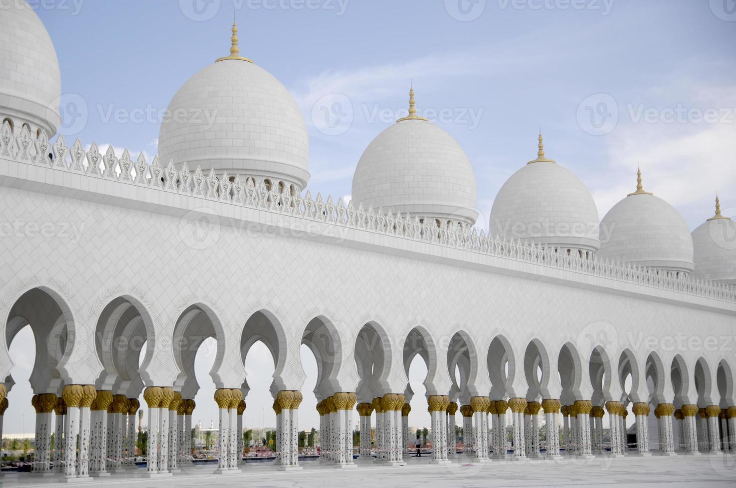 cúpulas da mesquita sheikh zayed abu dhabi foto