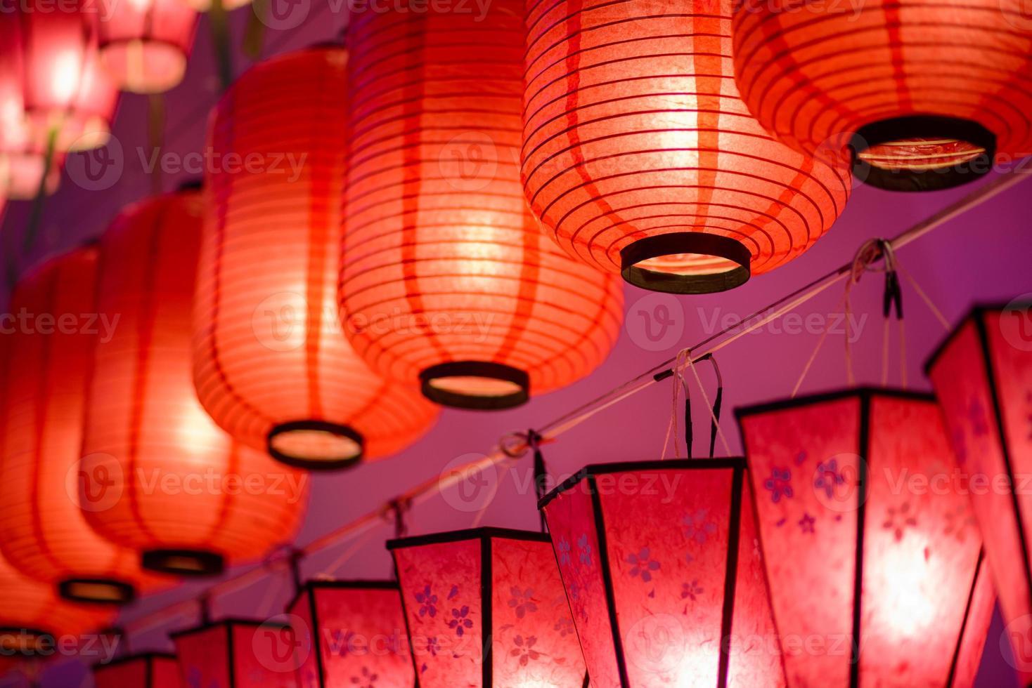 kleurrijke internationale lantaarns foto