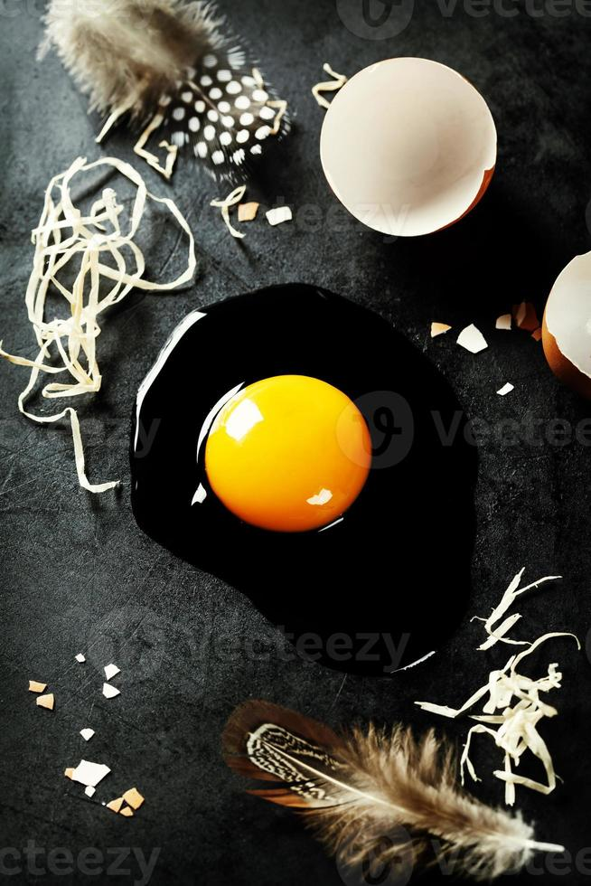 huevos crudos foto