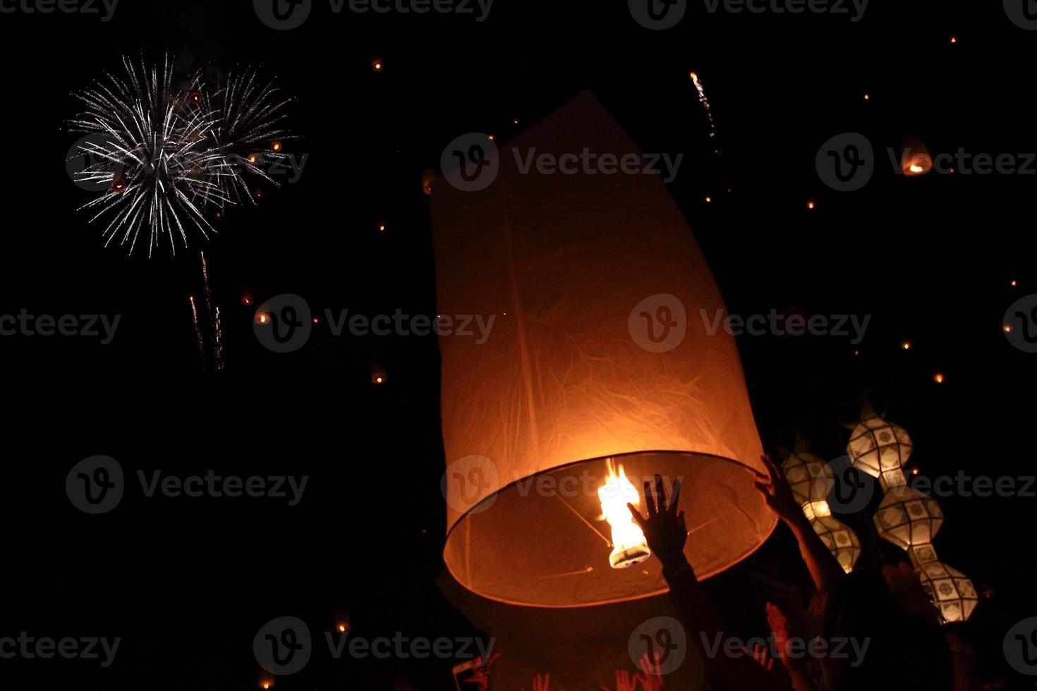 festival de yeepeng linterna voladora foto