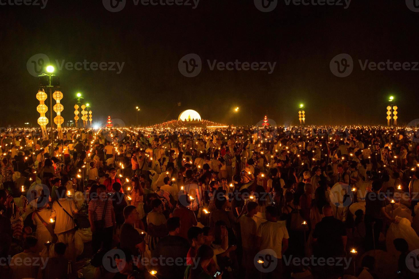 mae jo, chiangmai, tailandia - 25 de octubre de 2014: linterna flotante, foto