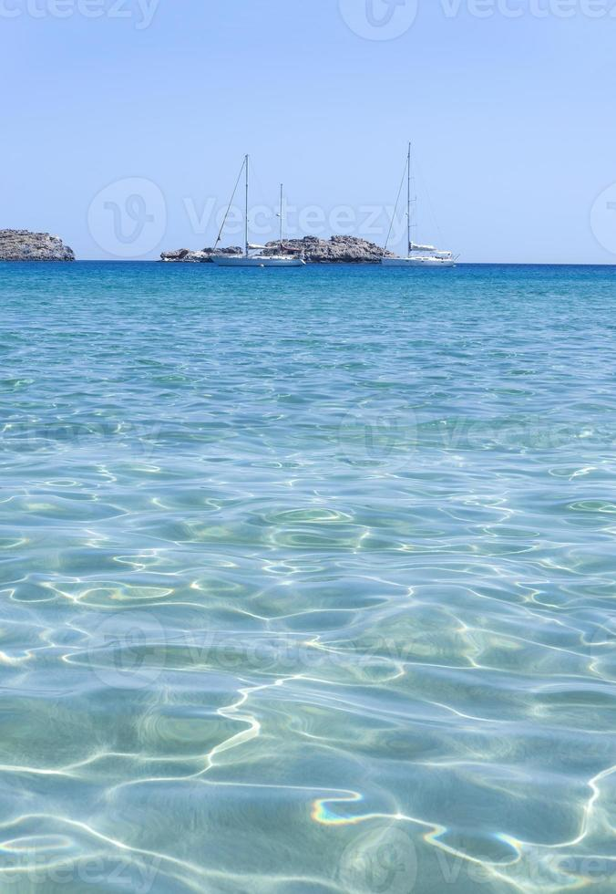 vibrantes ondas de agua turquesa foto