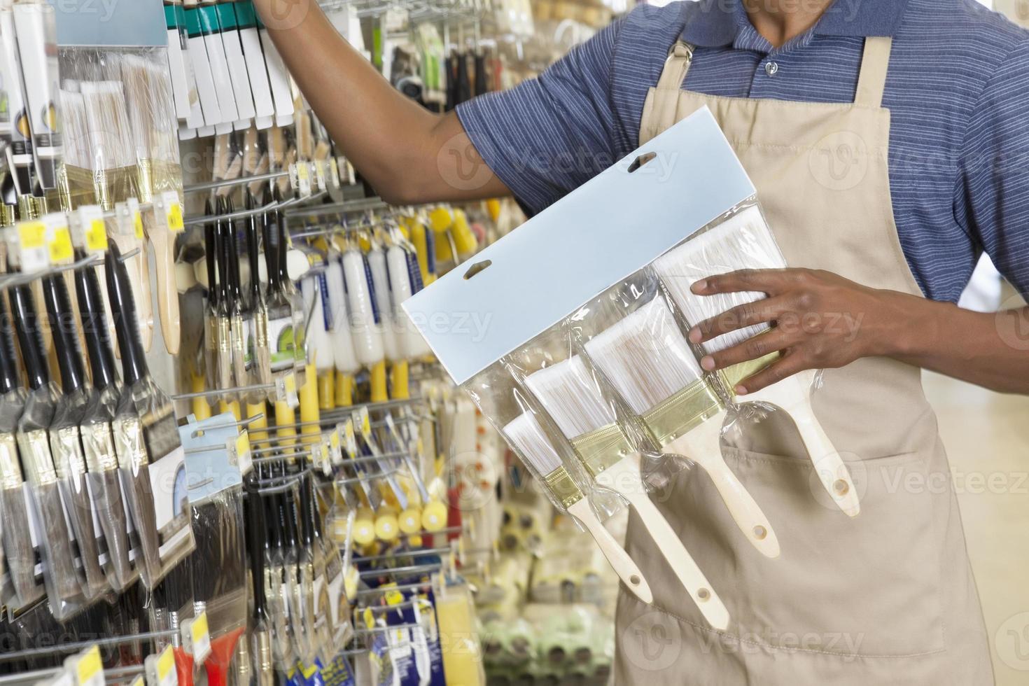 empleado afroamericano trabajando foto