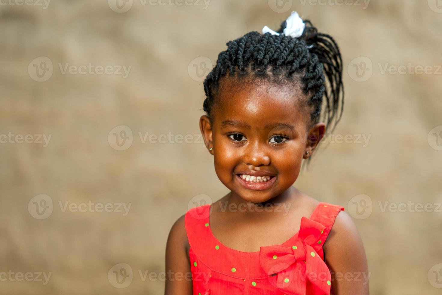 Niña africana con peinado trenzado. foto