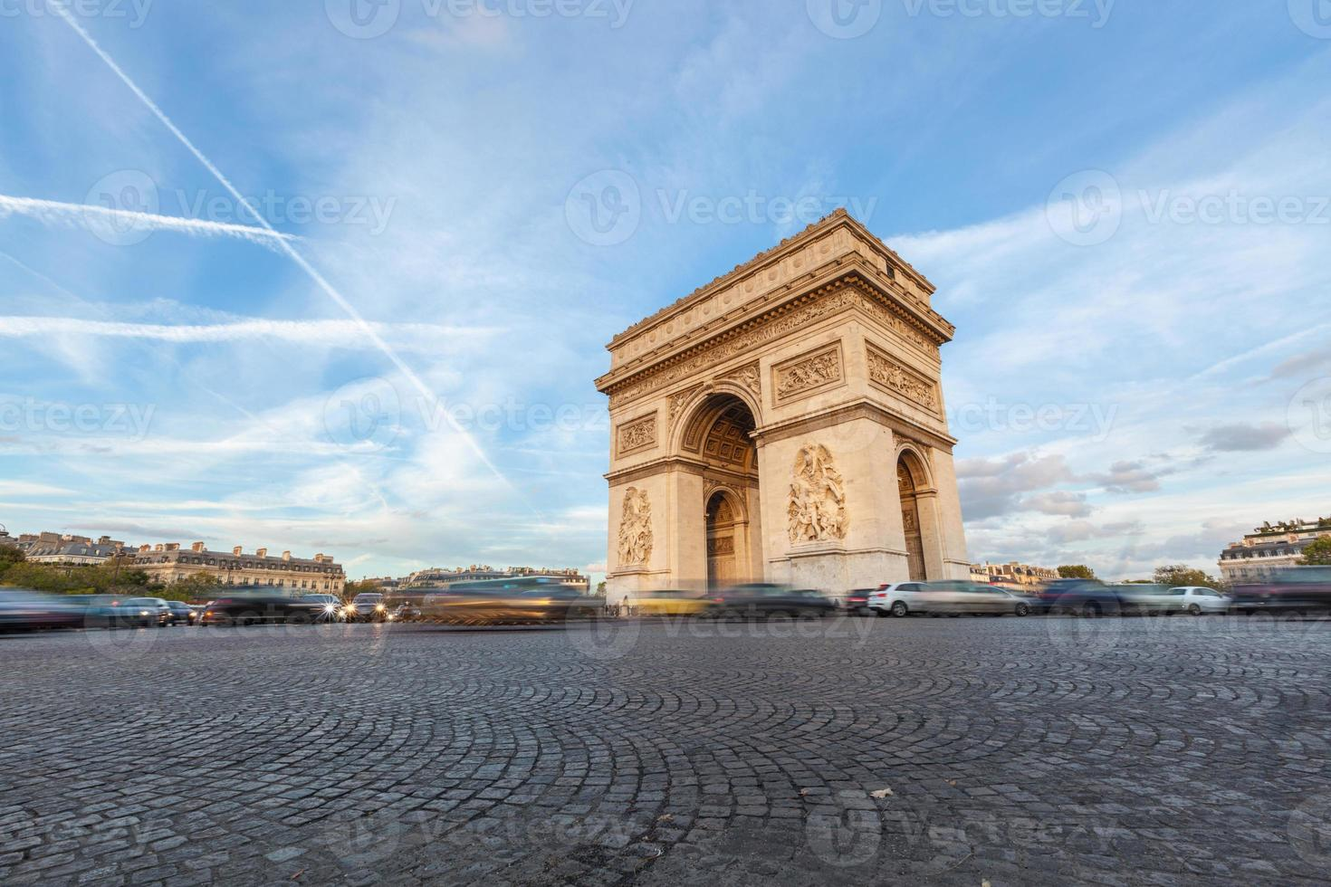 Arch de Triomphe in Paris photo