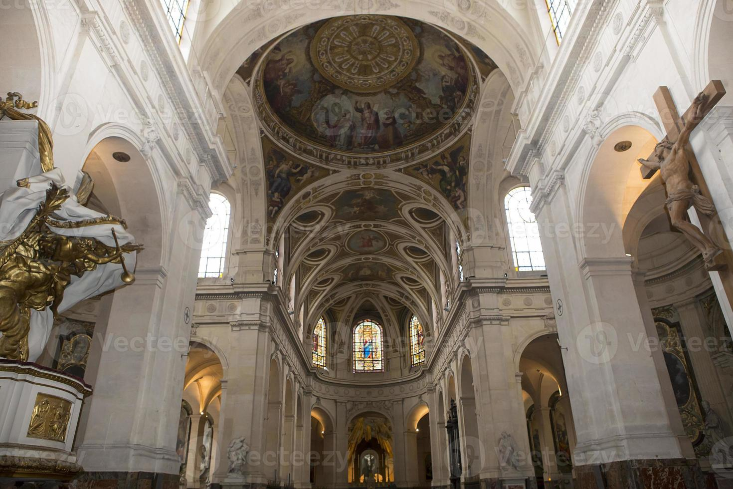 Interiores y detalles de la iglesia de Saint Roch, París, Francia foto