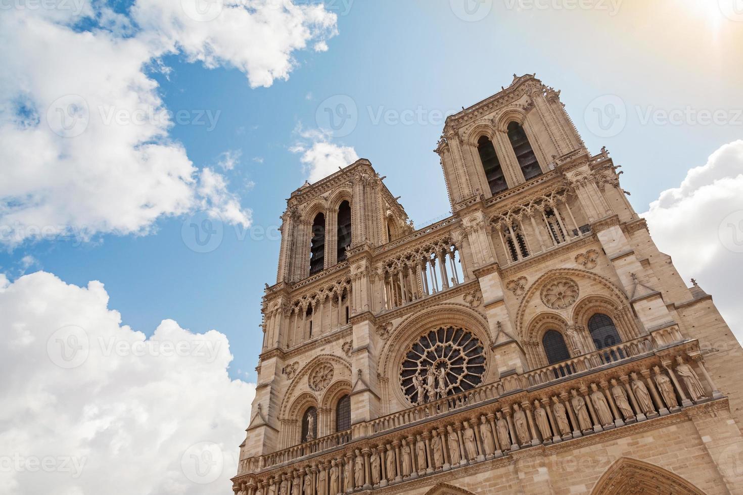 Fachada de la catedral de Notre Dame de París, Francia foto