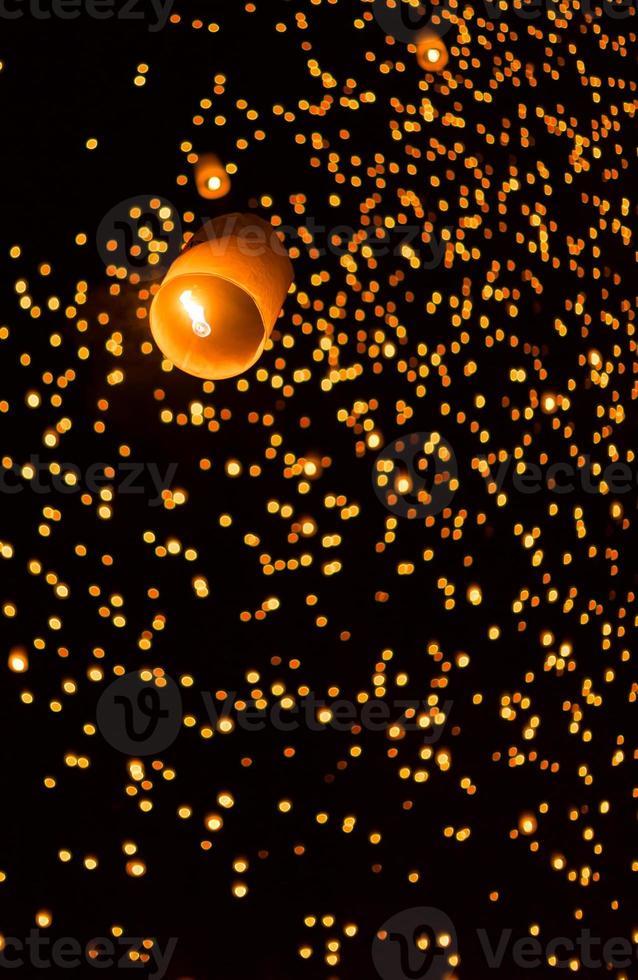 linternas asiáticas flotantes foto