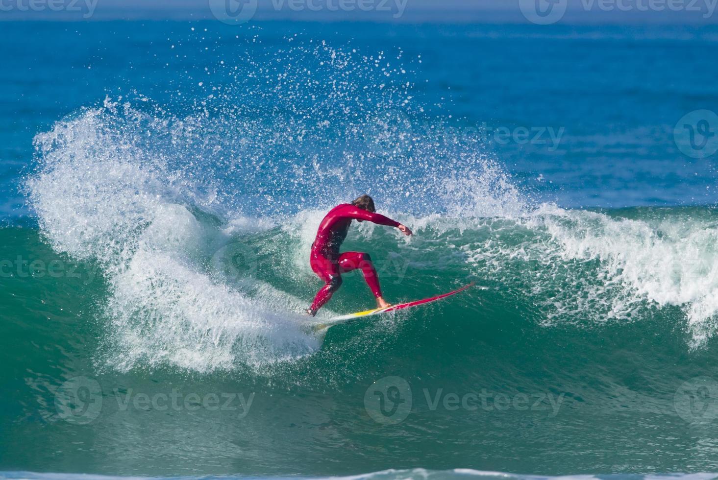 surfista en una gran ola foto