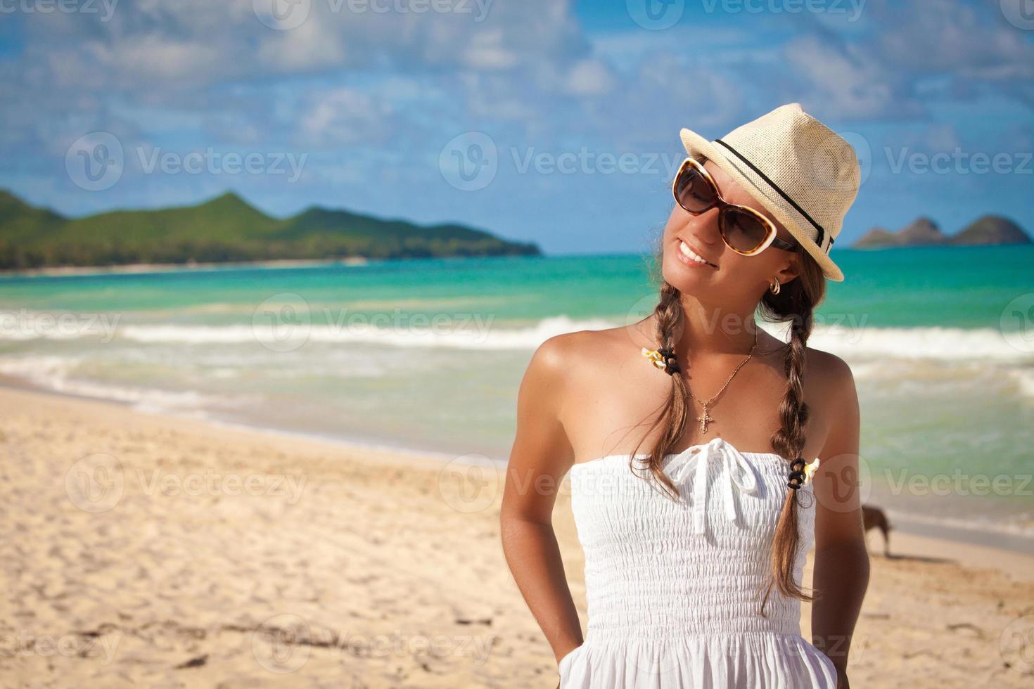 hermosa chica relajante en vacaciones foto