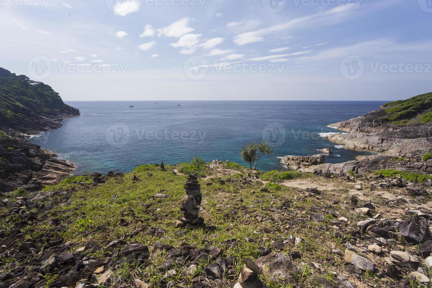 punto de vista en la isla de tachai en tailandia foto