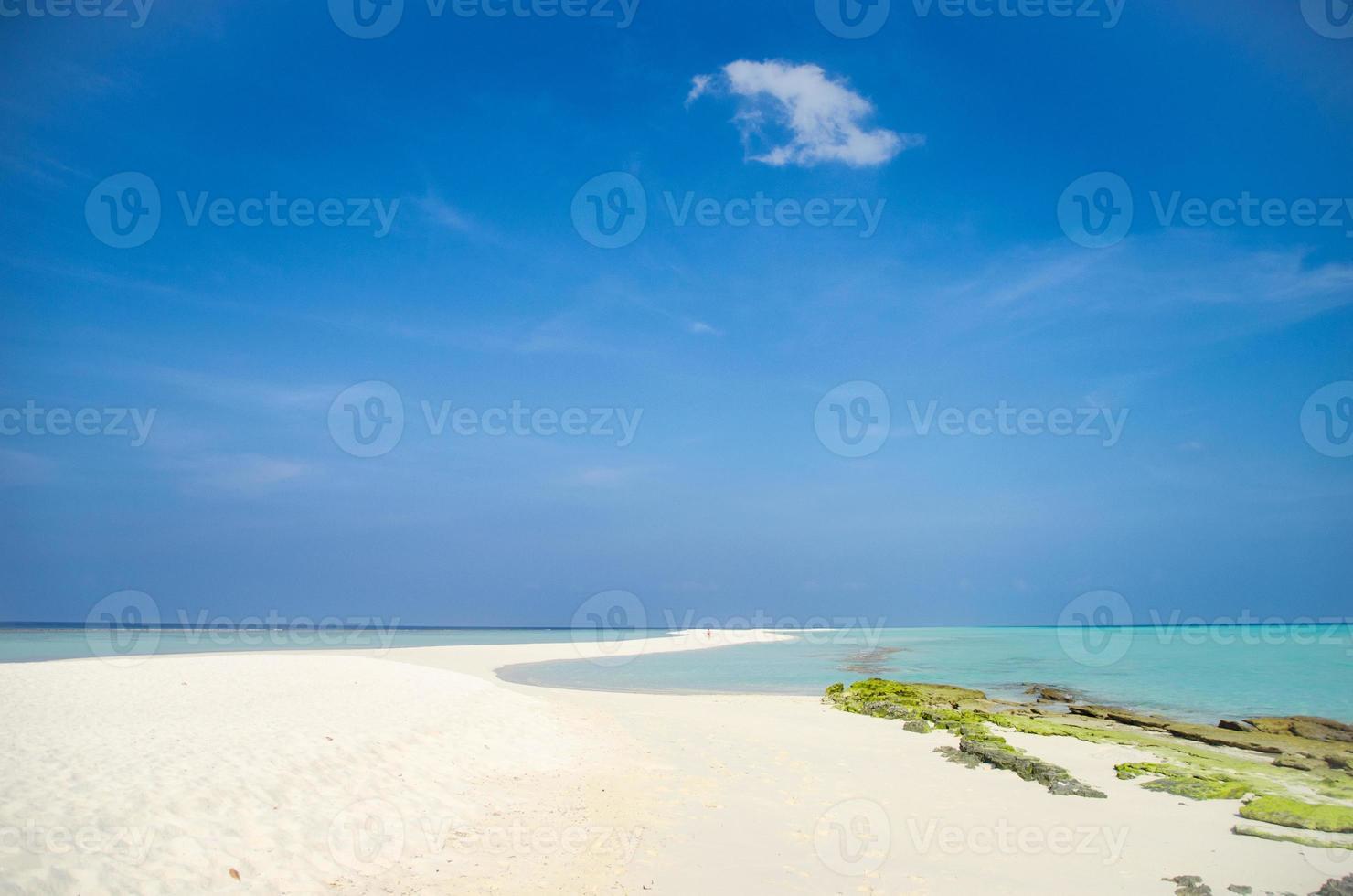banco de arena de isla tropical foto