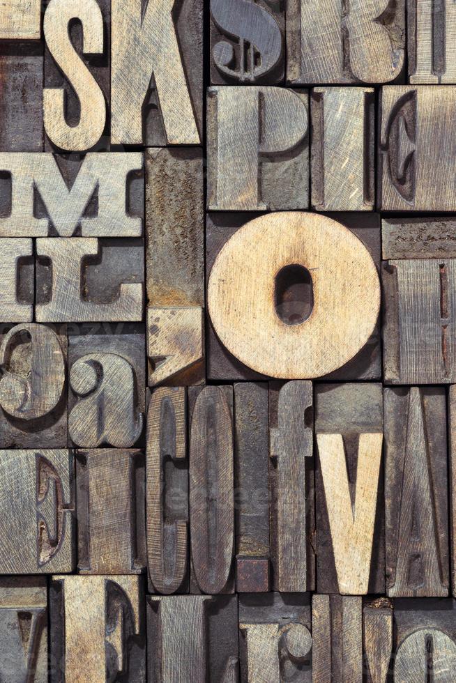 letras de madera verticales foto