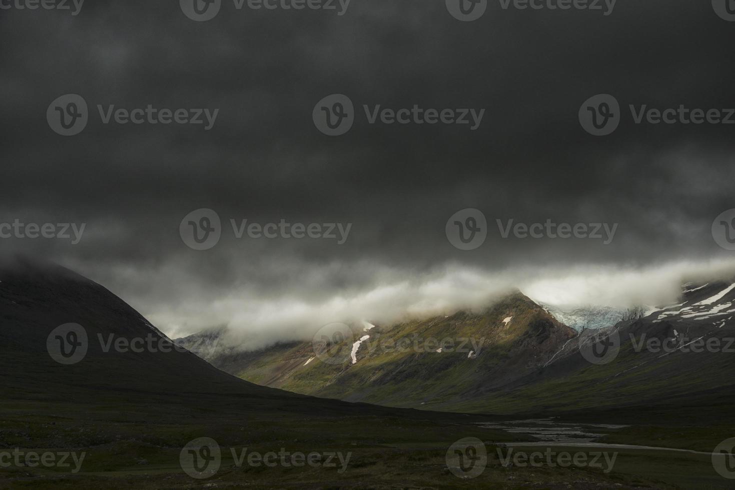 tempestades sobre montanhas em sarek foto