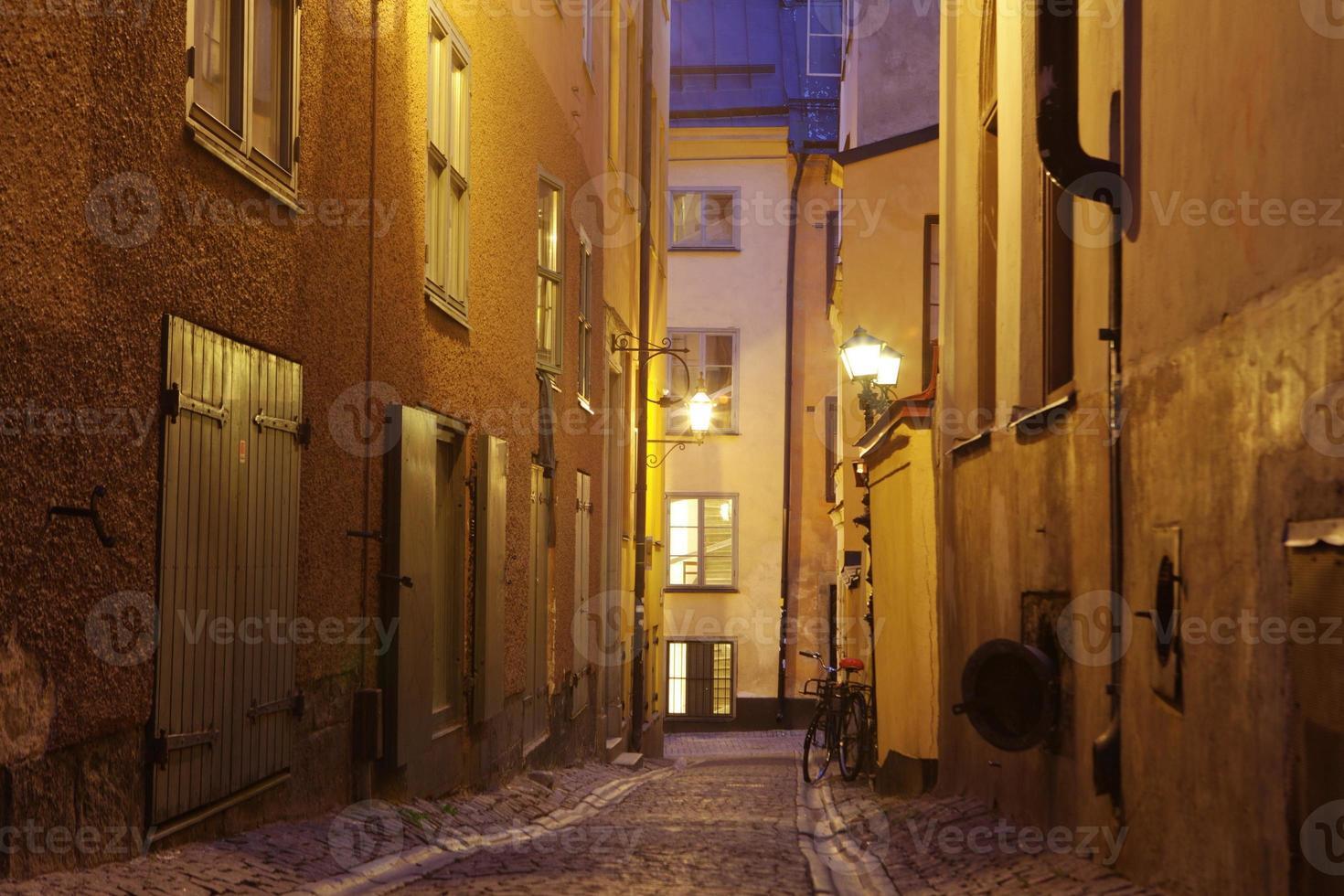 de smalle straat van Gamla Stan - historische stad Stockholm, foto