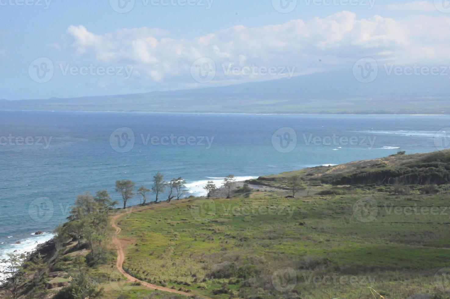 vista da estrada kahekili em maui, havaí foto