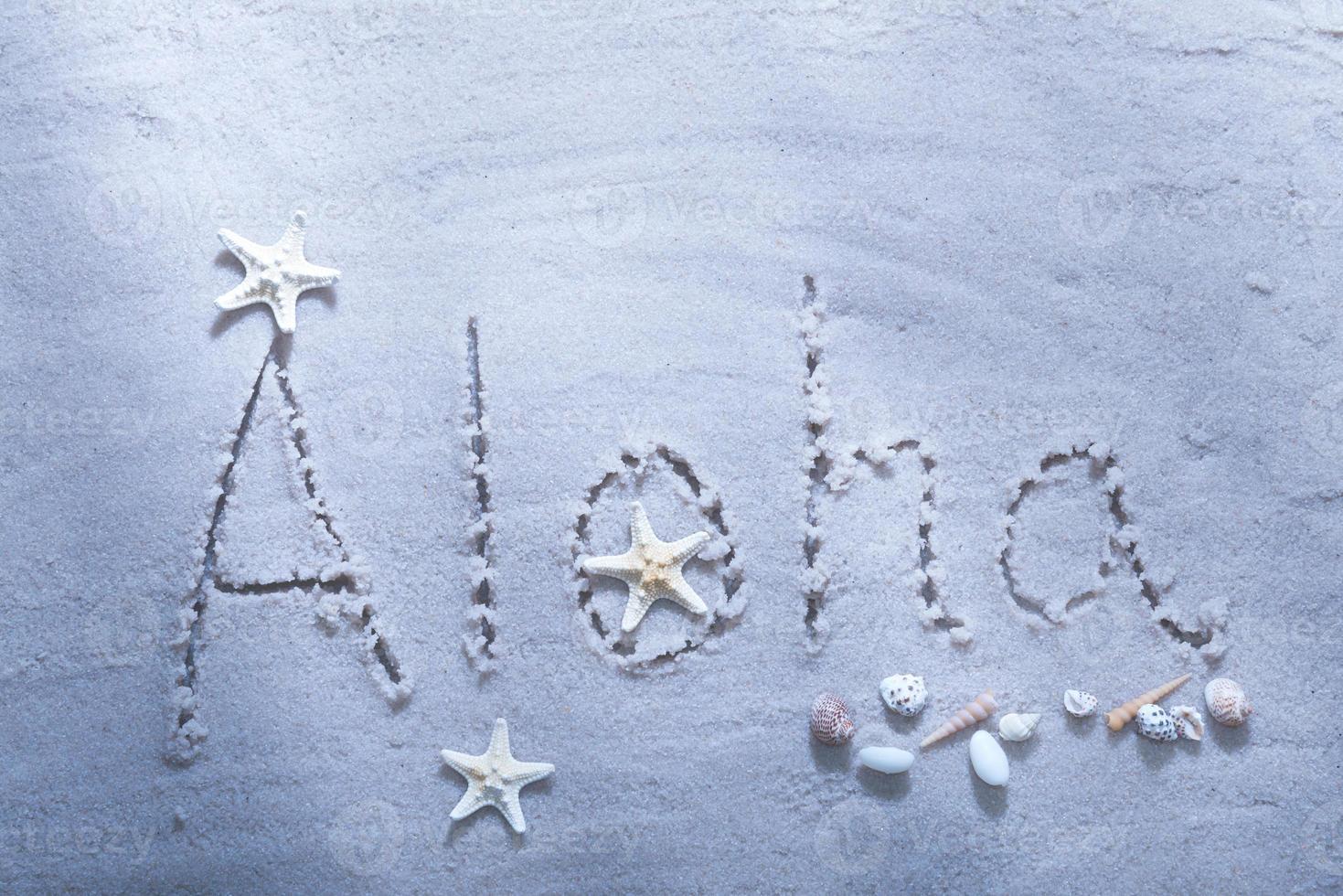 aloha praia escrevendo com conchas do mar foto