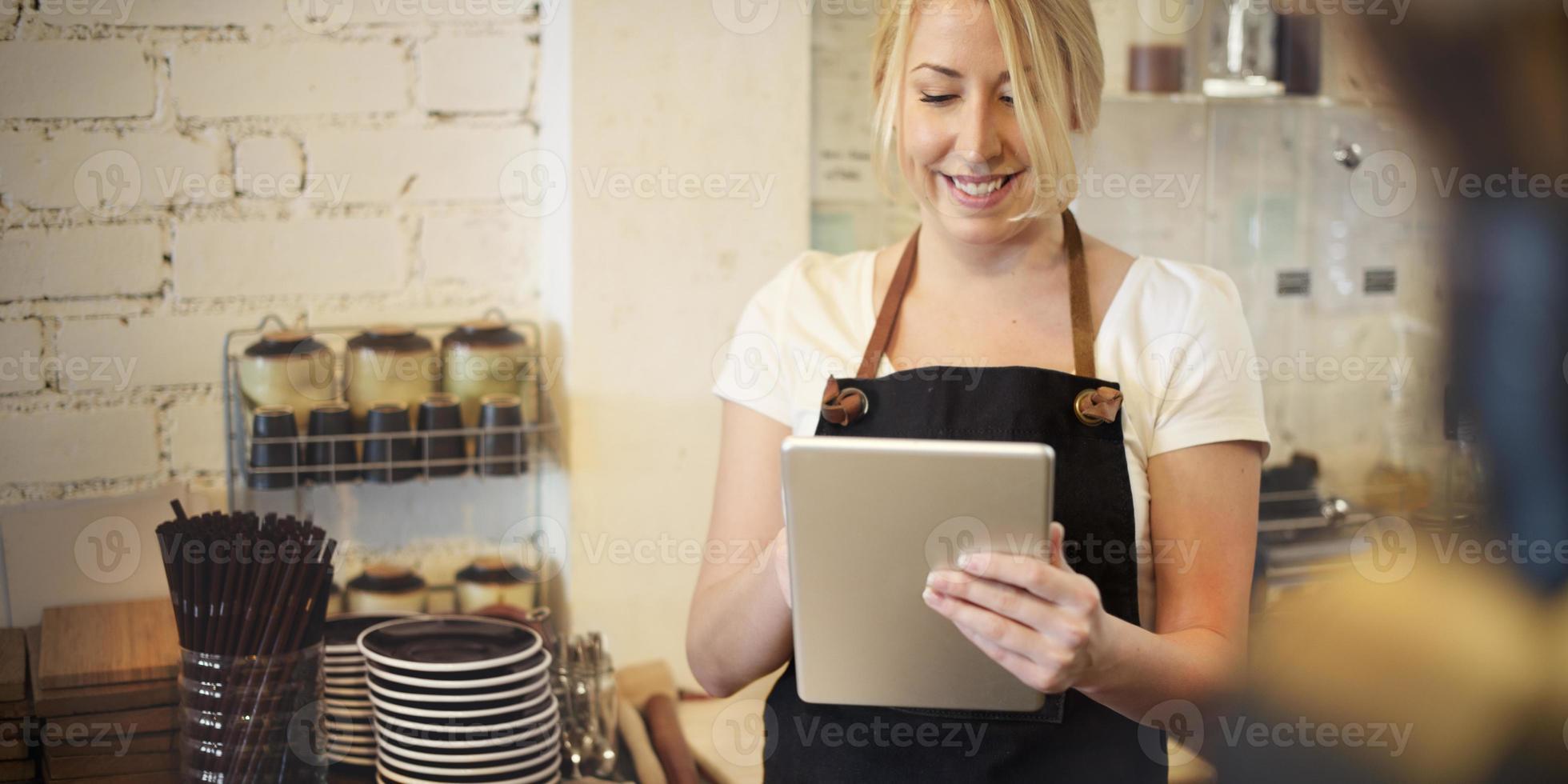 servicio restaurante barista cafe cafeteria sirviendo concepto foto