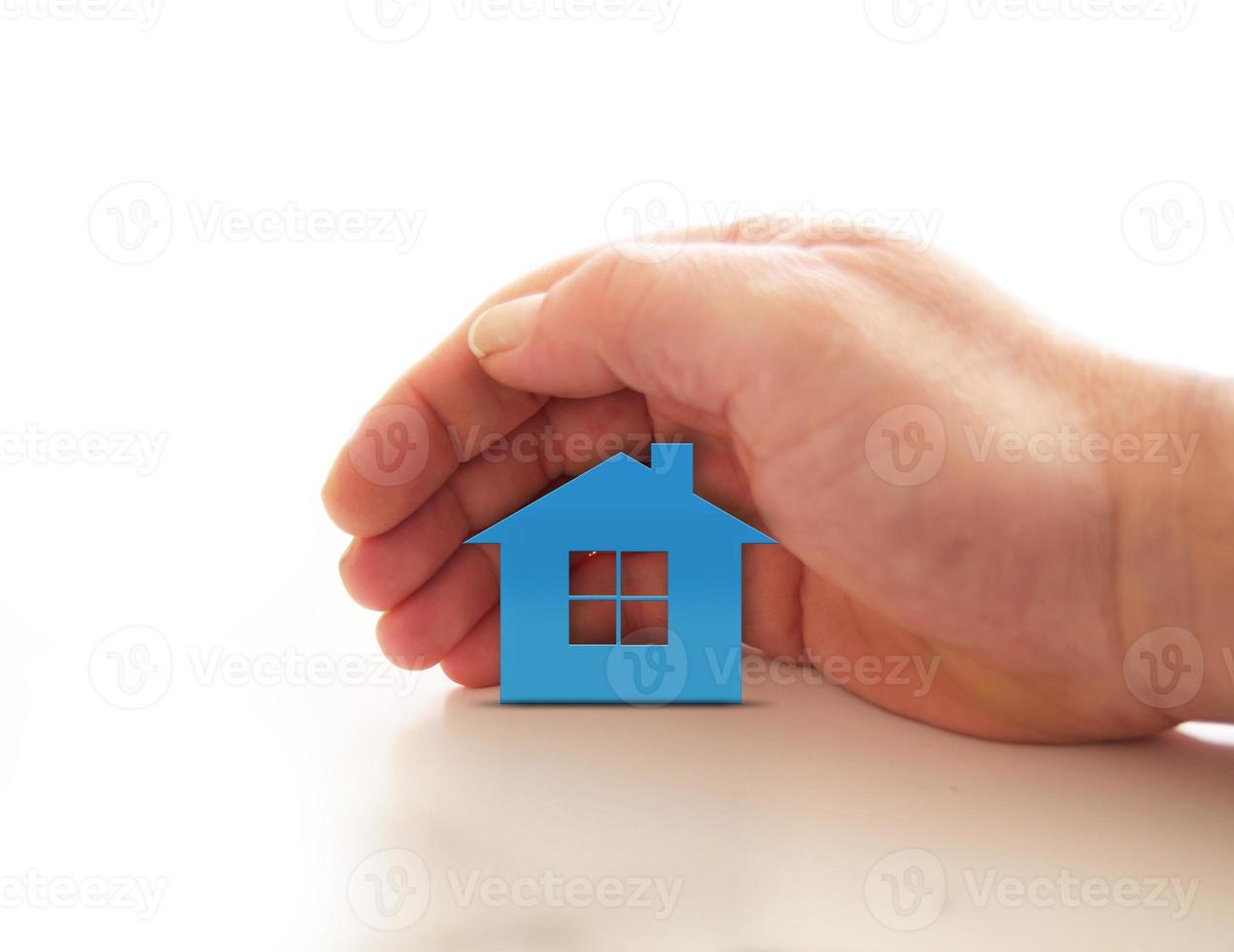 mano por encima de la casa foto