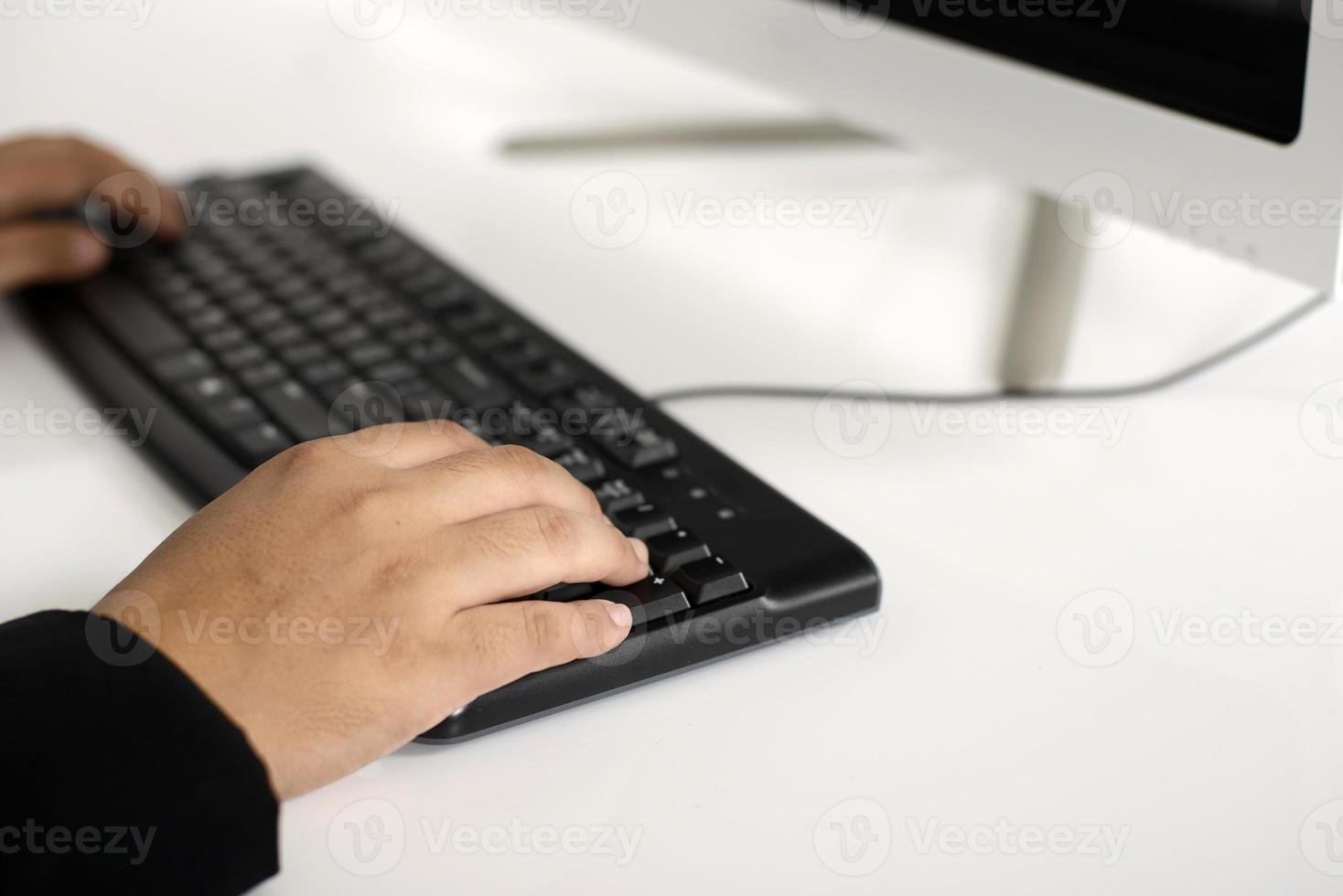 hombre de negocios escribiendo foto