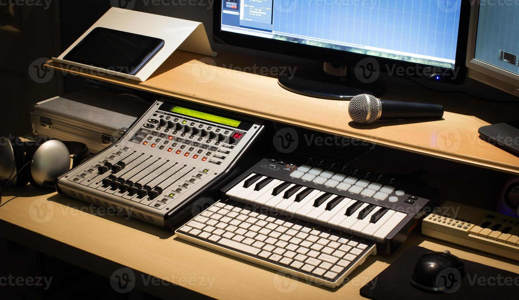 espacio de trabajo de grabación de estudio de música digital foto