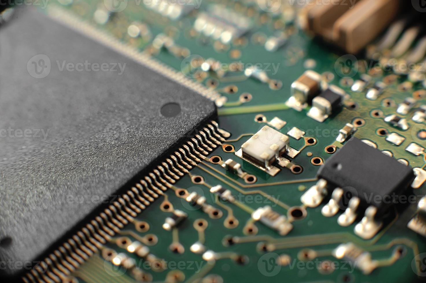 Tablero electrónico con componentes. foto